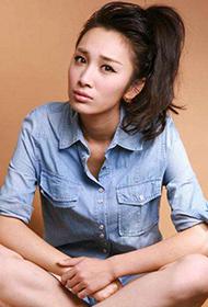 美女徐申东背带牛仔短裤写真