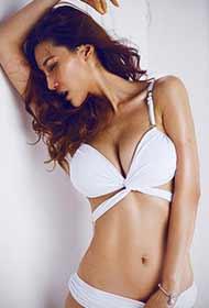 美女白色内衣激情诱惑写真