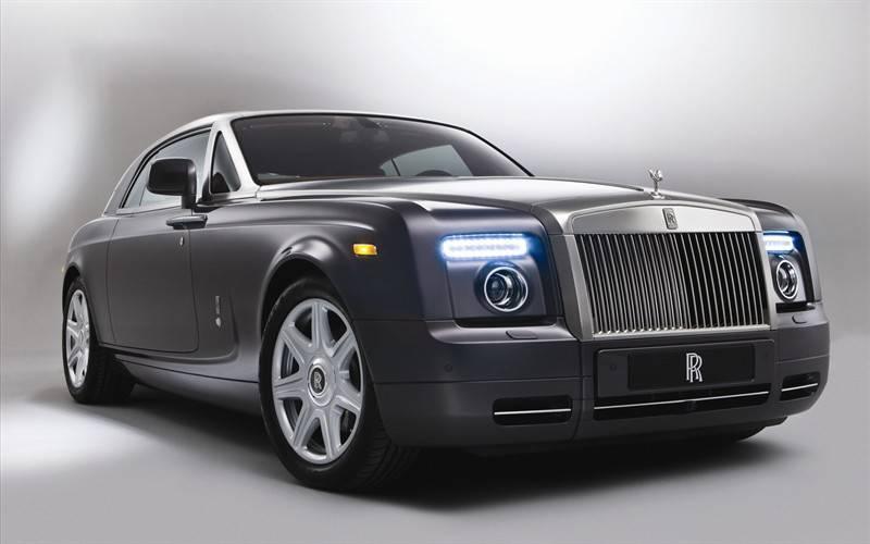 劳斯莱斯黑色奢华轿车图片