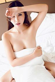性感美眉樂樂Mango身裹白毛巾诱惑出镜