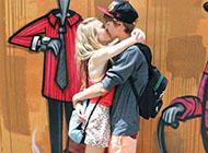 qq皮肤甜蜜情侣拥抱接吻恩典图片