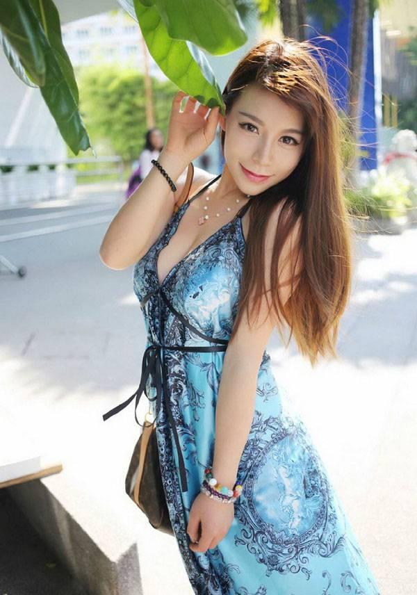 清凉少女海边优雅长裙写真