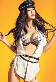 豹纹装美女车模李颖芝写真照