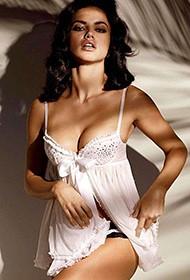 性感超模阿德瑞娜·利玛丰满睡衣写真