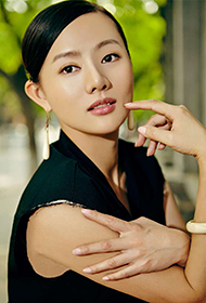 中国女明星王靖云时尚街拍图片