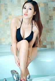 成熟美女浴缸写真 内衣湿身彰显魅力