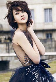 林鹏穿法式礼服性感裸背图