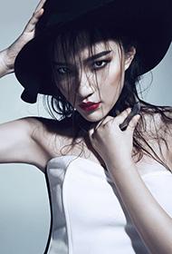 美女模特黄雪瑶烈焰红唇惊艳写真