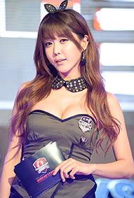 韩国美女车模许允美可爱俏皮写真
