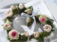美丽的玫瑰心形花环图片