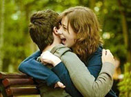 情侣非主流图片旅行甜蜜拥抱