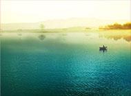 连绵山水湖泊浪漫素雅个性背景图