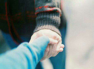 恋人幸福手牵手图片