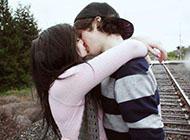 非主流情侣图片甜蜜亲吻