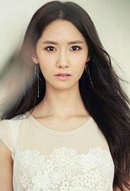 韩国女明星林允儿清纯惹人怜爱