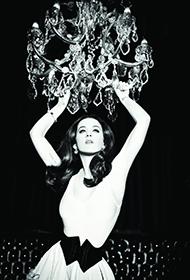 凯蒂·佩里尽显妖娆魅惑风情黑白写真