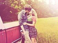 接吻qq皮肤非主流个性情侣图片