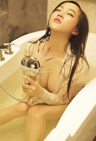极品嫩模性感浴缸湿身照