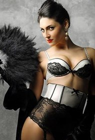 性感乌克兰模特大玩人体艺术诱惑