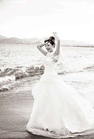 中国女演员金莎浪漫海边婚纱写真