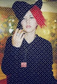 谭维维彰显红发时尚摇滚范写真