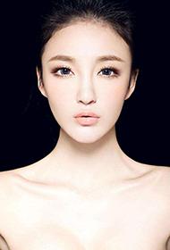 中国女明星刘雨欣白皙肌肤高清写真