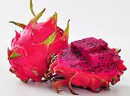 红色果肉的火龙果高清图片