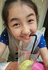 大陆女演员张子枫微博可爱美照