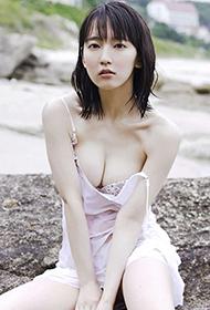 日本性感美女吉冈里帆湿身戏水写真大片