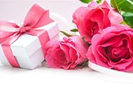 玫瑰花束与礼盒图片