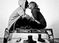 黑白情侣接吻图片唯美