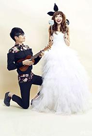 李行亮麦琳夫妇创意幸福搞怪婚纱写真