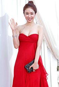 刘仁娜一袭低胸红裙亮相颁奖晚会组图