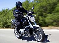 时尚大气的宝马R1200r摩托车高清图片