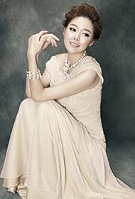 安又琪甜美优雅轻熟女时尚写真