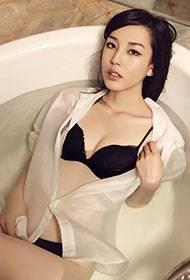 美少妇上演浴缸湿身诱惑