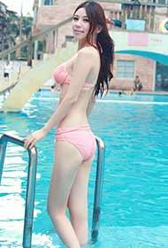 泳池性感比基尼美女摄影