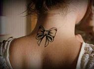 女生颈部纹身图片精美时尚