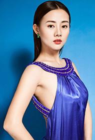 王靖云露背长裙冷艳性感图片