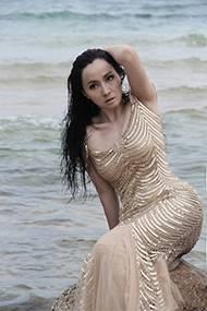 影视女演员小陶虹尽显狂野魅惑海边组图
