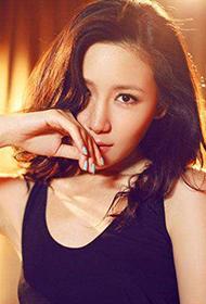 刘梓妍露背长裙性感熟女写真图