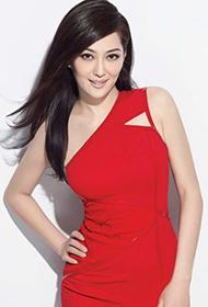 台湾冻龄女明星孟广美深V红裙出镜