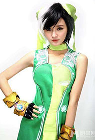 陈丹婷身穿绿色高叉旗袍唯美写真