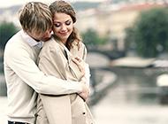 高清幸福情侣浪漫拥抱图片