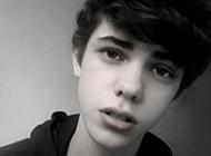 欧美范黑白风格可爱男生头像