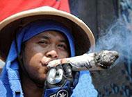 最过瘾的抽烟搞笑图片