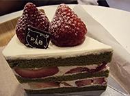 诱人美味的巧克力草莓蛋糕图片