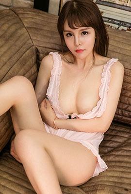 中国90后美女模特尹凌儿性感人体高清图