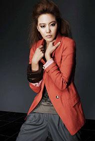 韩国女星金雅中秋日成熟写真