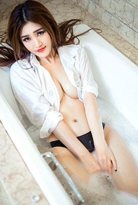 网络美女沈晓青浴缸湿身写真照